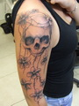 lebka a kytky na pazi  Tetování - kérky - Tattoo